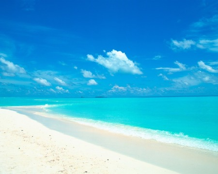 blue_sky_and_water_in_the_white_sand_beach_wallpaper_1280x1024